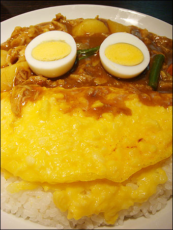 Stewed Chicken Curry with Omelet and Vegetables