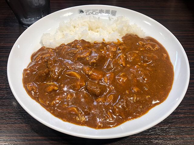Small Beef Curry with Stewed Chicken and Cheese