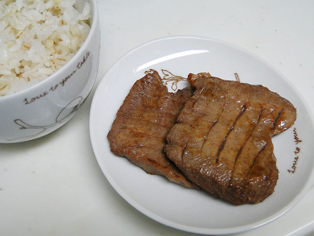 Broiled Thick-Sliced Beef Tongue with Barley Rice