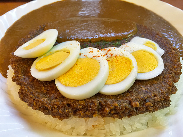 Paku-Mori Curry with Hard-Boiled Egg