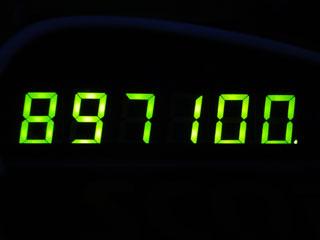 897100