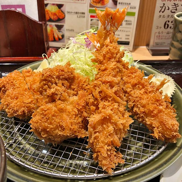 Bite-Size Pork Fillet Cutlets and Fried Shrimps