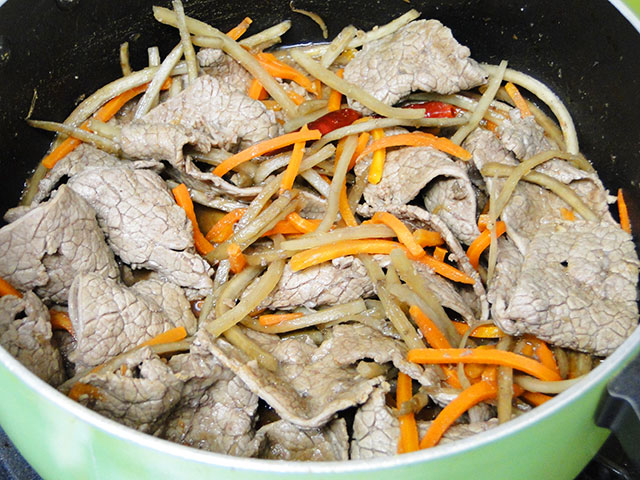 Grilled Beef with Burdock and Carrot