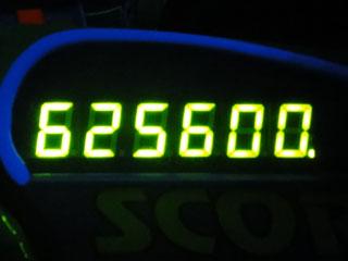 625600