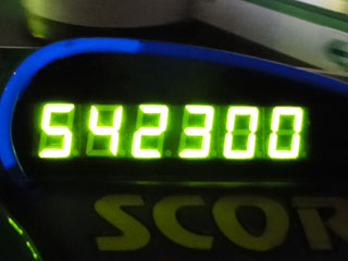 542300