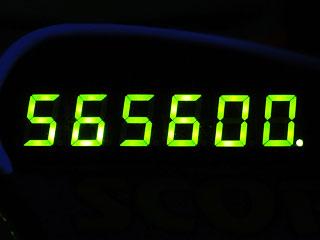 565600