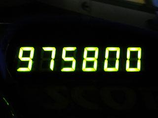 975800