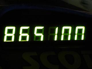 865100