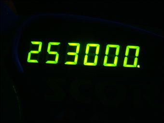 253000