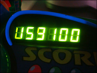 159100