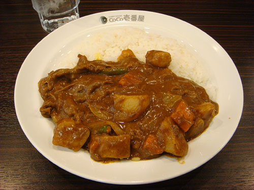 Beef Curry with Thin-Sliced Beef, Vegetables, and Cheese