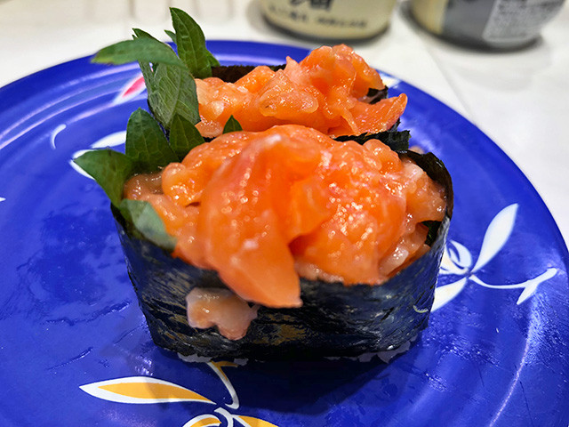Minced Salmon Battle Ship Roll