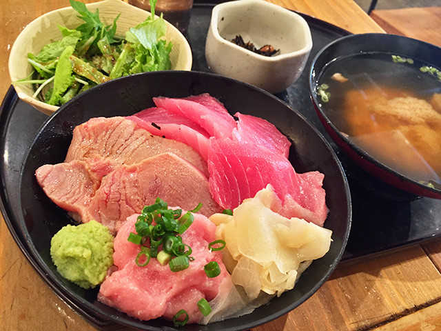 Four-Color Tuna Rice Bowl