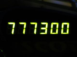 777300