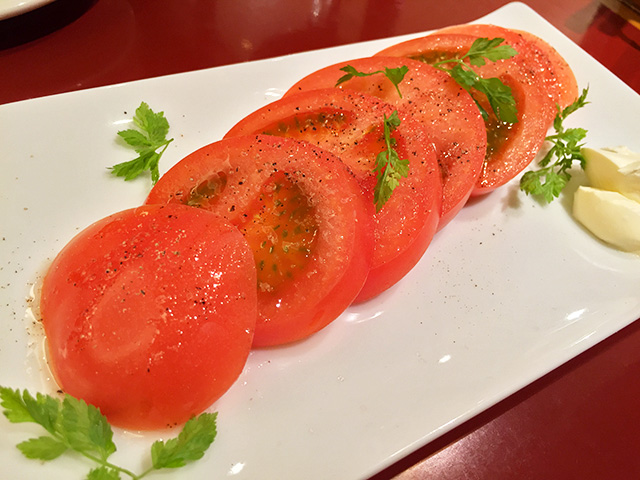 Sliced Tomatoes with Sour Cream