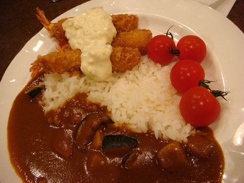 Vegetable Curry with Fried Shrimps and Tomatos