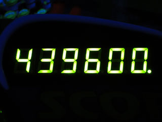 439600