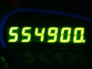 554900