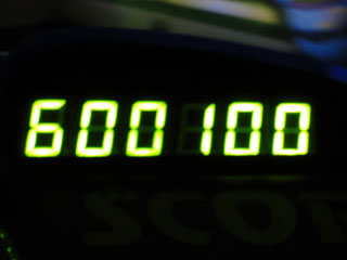 600100