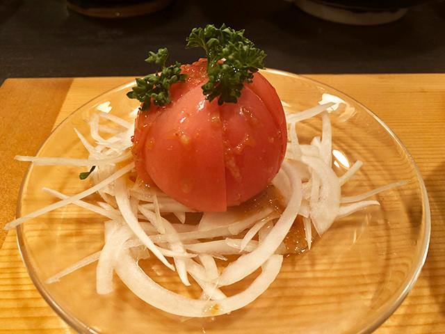 Tomato with Onion Slices