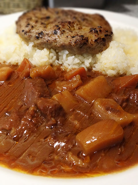 Beef and Cubic Vegetables Curry with Hamburger