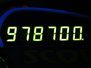 978700