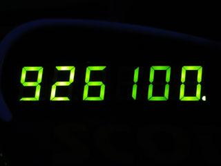 926100