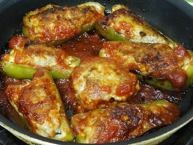 Green Peppers Stuffed with Hamburg Meat