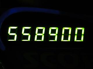 558900