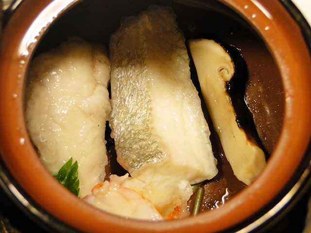 Steamed Matsutake in an Earthenware Pot