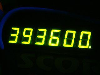 393600