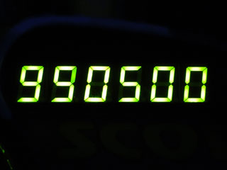 990500