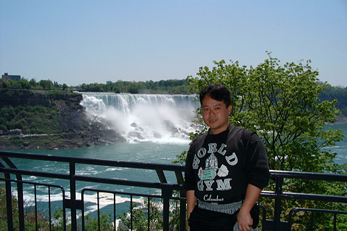 Dr. MaCHO at Niagara Falls