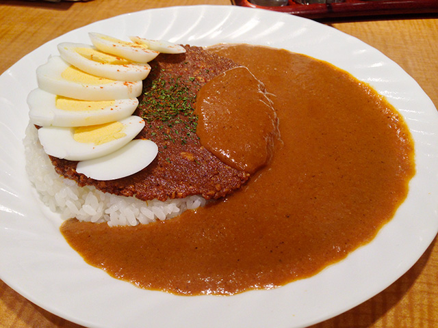 Pakumori Curry with Hard-Boiled Egg