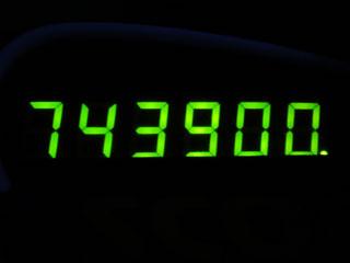 743900