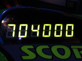 704000