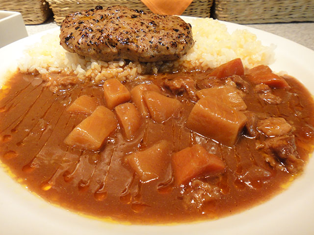 Beef Curry and Rice with Cubic Vegatables and Hamburger