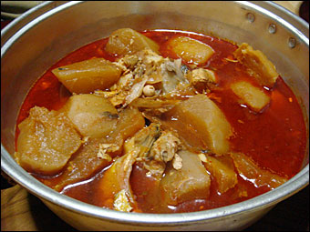 Boiled Radish with Red Pepper