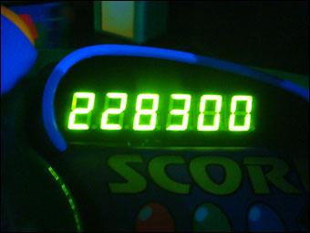 228300