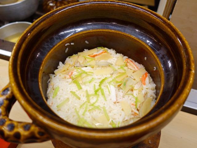 食事_カニ,筍,ゴボウの炊き込みご飯 1_edit