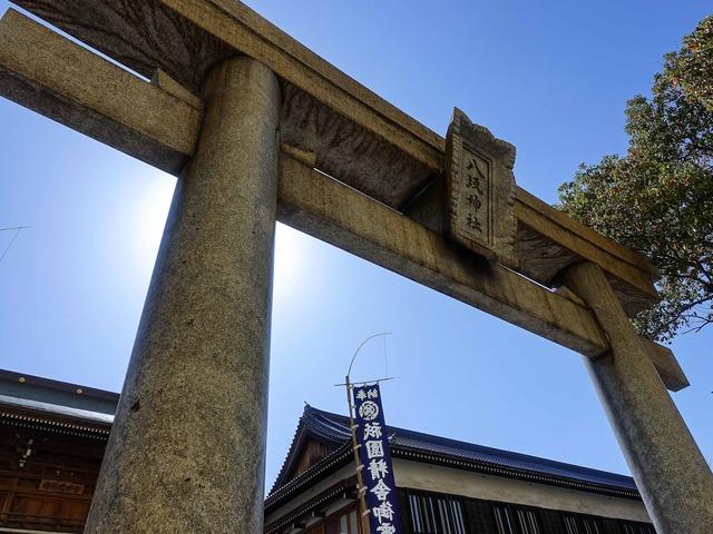 東楼門の前の鳥居_edit