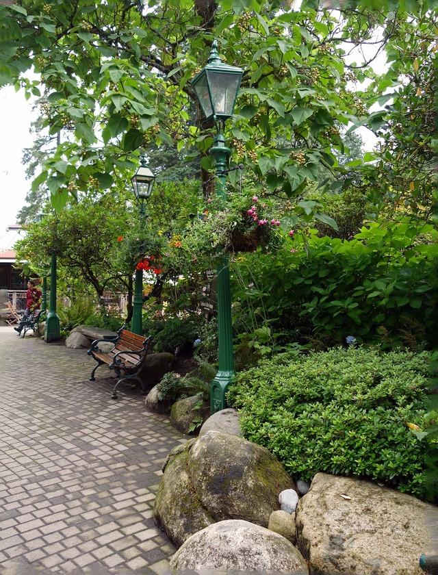 トーテム公園から Logger's Grill へ続く小路 1_edit