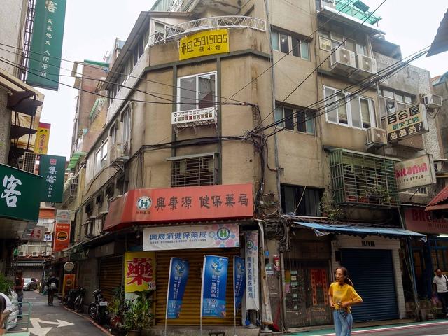南京西路12巷と中山北路一段140巷の交差点_edit