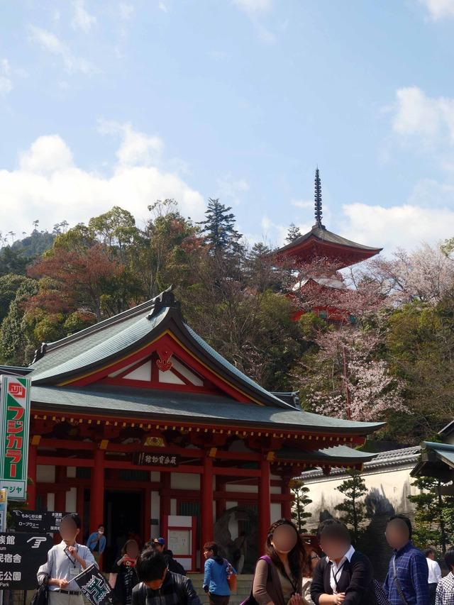 厳島宝物館と多宝塔 2_edit