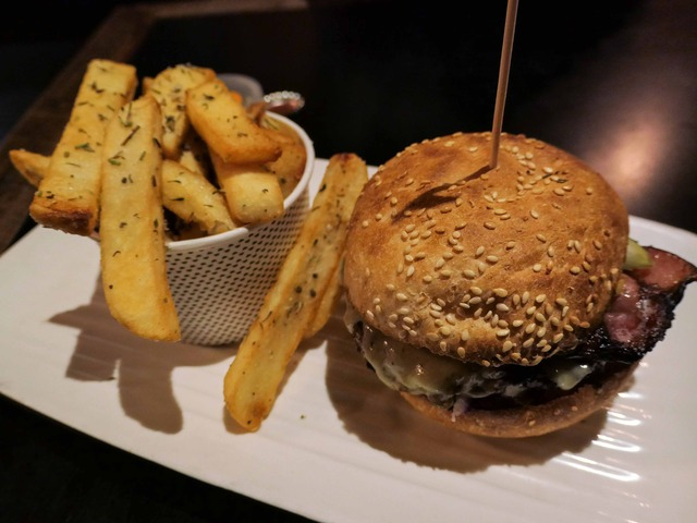 Wagyu Wunder & Famous Grill'd Chips 1_edit