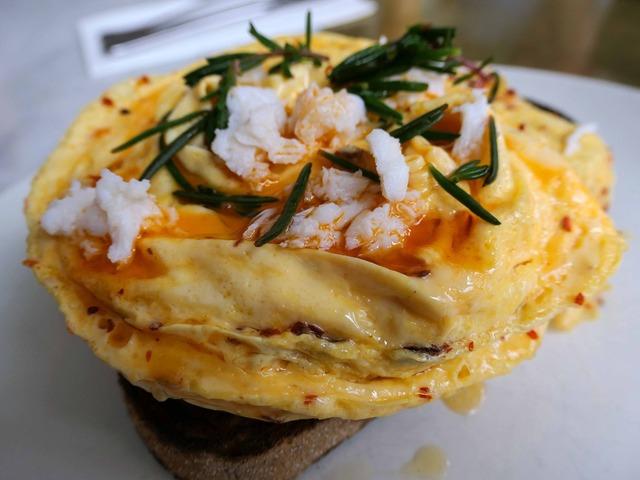 Chilli scrambled eggs with mooloolaba crab 2_edit