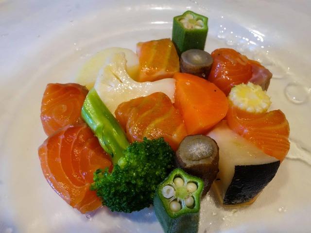 オーロラサーモンと季節野菜のサラダ仕立て 1_edit