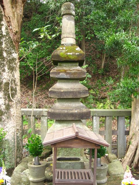 源頼朝の墓 2