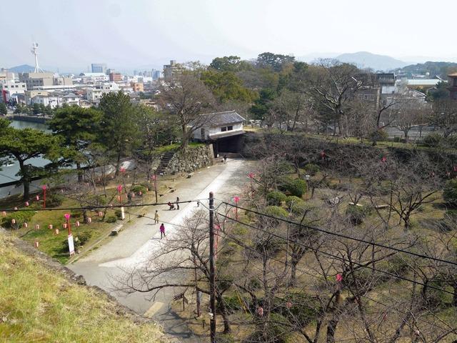 松の丸跡から岡口門を望む_edit