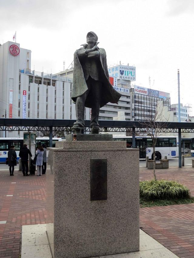 岡山駅前の青春感謝の像_edit
